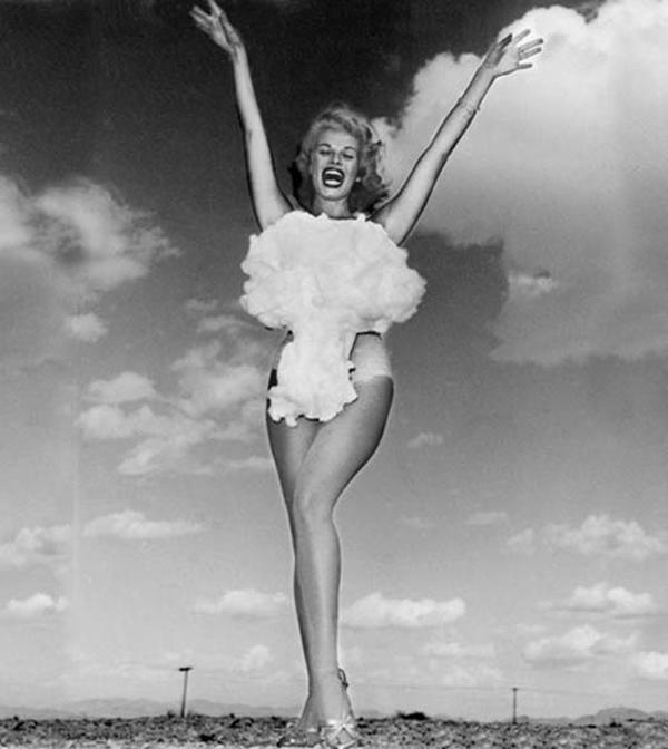 Мисс атомная бомба, 1957 год.