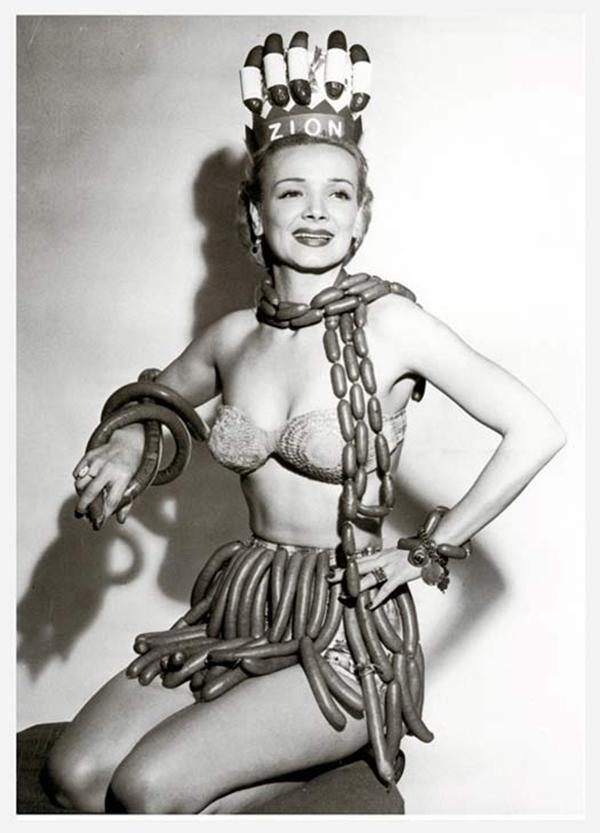 Мисс Королева сосисок, 1955 год. При поддержке Zion Meat Company во время Национальной недели хот-догов.