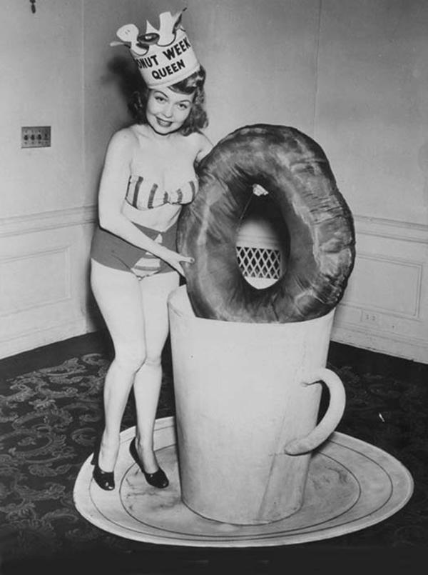 Мисс Королева Пончиковой недели, 1948 год.