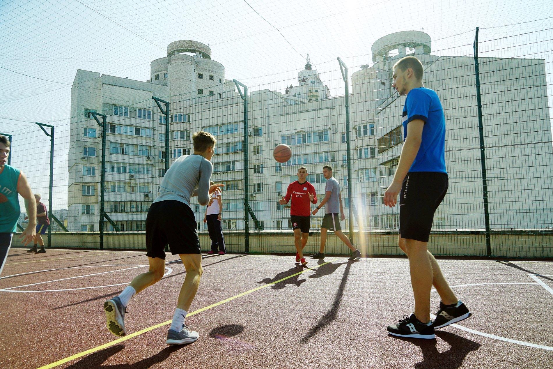 На крыше киевского университета открылась спортивная площадка