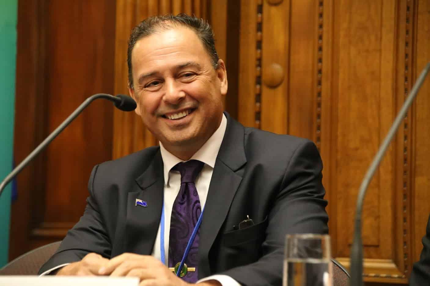 Премьер-министр Островов Кука назначил себя главой 16 министерств. Похоже, он никому не доверяет