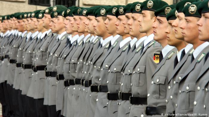 Германия выплатит 3000 евро геям-военнослужащим, которые пострадали от дискриминации