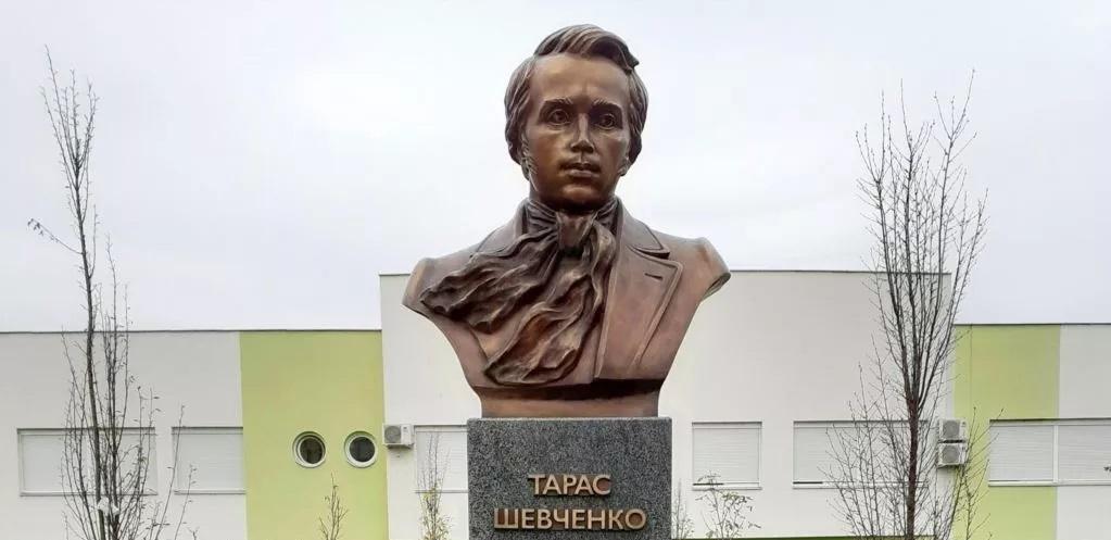В Сербии установили памятник Тарасу Шевченко — без шапки и тулупа. Объясняем, почему это правильно