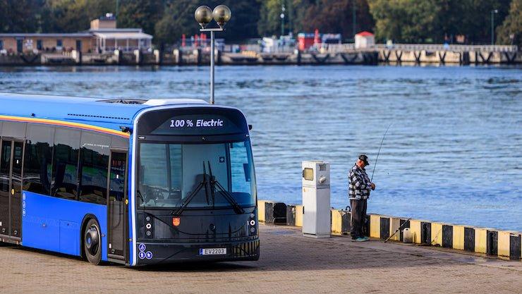 В Литве на рейсы вышли автобусы из переработанных пластиковых бутылок