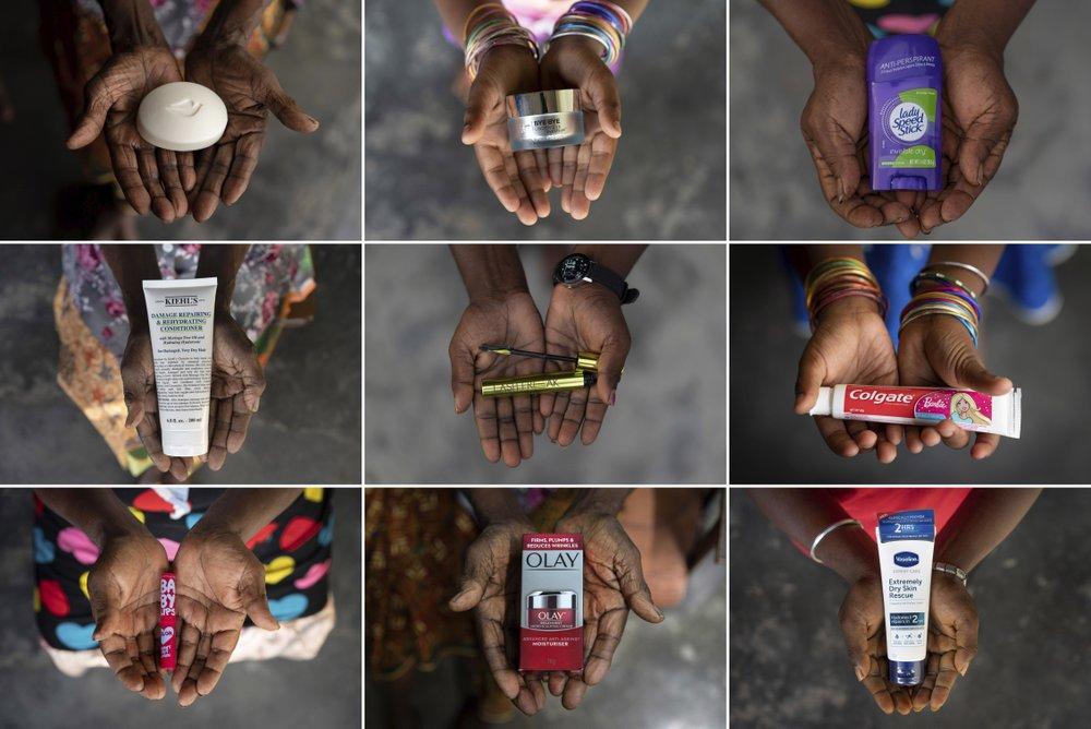 Руки пяти поколений женщин одной семьи — в возрасте от 6 до 102 лет. Каждая из них держит продукты фирм, которые закупают пальмовое масло в Индонезии и Малайзии.