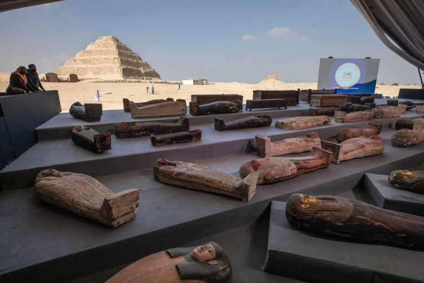 Археологи обнаружили в Египте сотню саркофагов. Им 2,5 тысячи лет