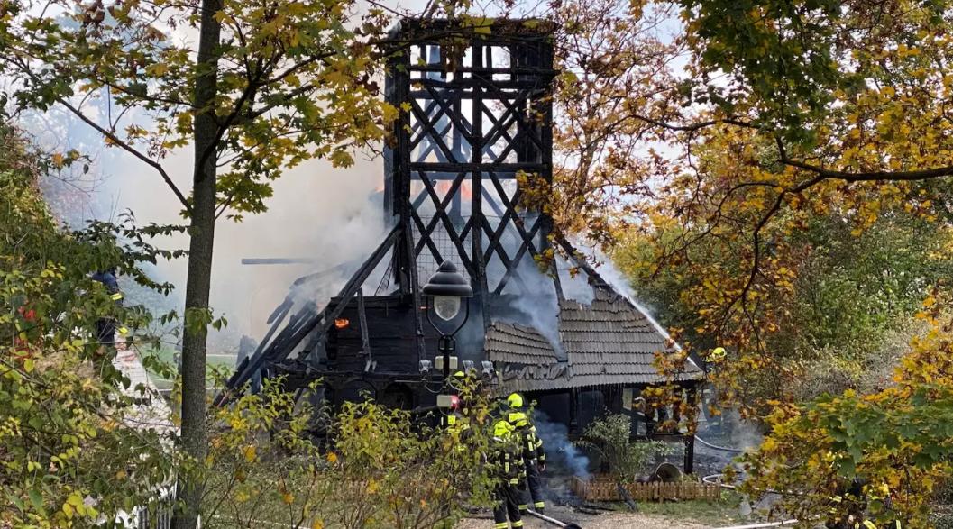 В Праге собирают деньги на реставрацию украинской церкви XVII века. Она полностью сгорела на прошлой неделе