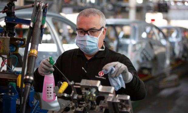 Автомобильный завод Vauxhall готовится к повторному открытию после остановки производства из-за коронавируса. Фото — Колин Макферсон, The Guardian.
