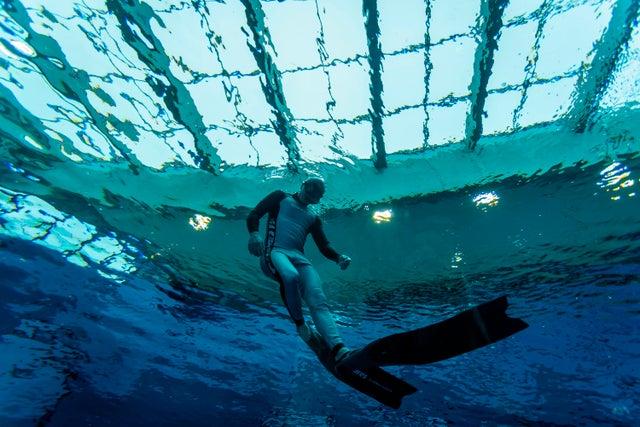 В Польше открылся самый глубокий бассейн в мире. Как он выглядит