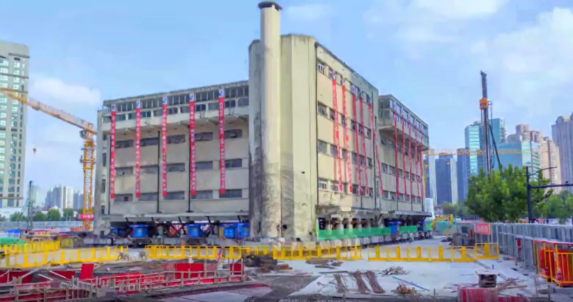 Видео дня. Пятиэтажный памятник архитектуры из Шанхая «идет» на новое место