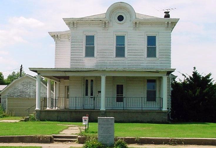 Дом Кокрейн в США. Слева сарай, в котором была создана посудомоечная машина.