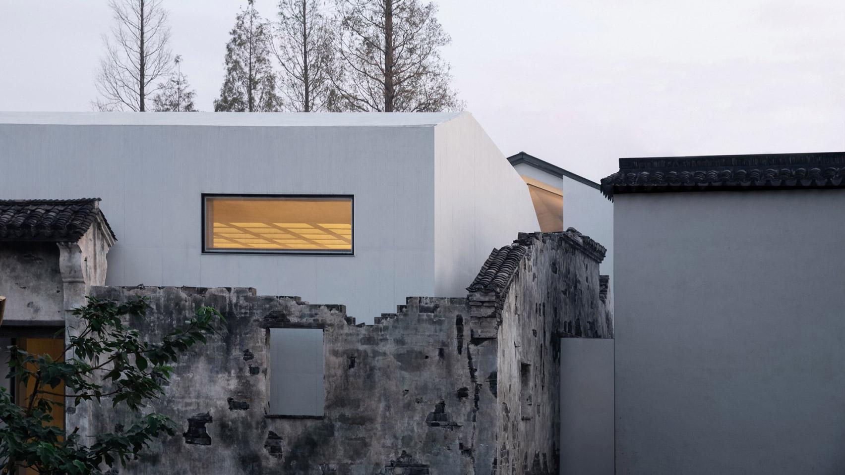 В Китае архитекторы вписали разрушенное здание в новый проект. Получился музей из руин