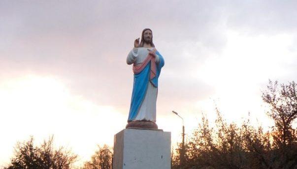 В Запорожской области на постаменте вместо Ленина установили Иисуса Христа