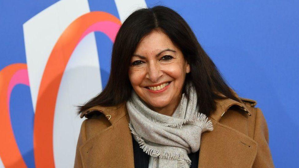Мэр Парижа получила штраф за то, что повысила слишком много женщин