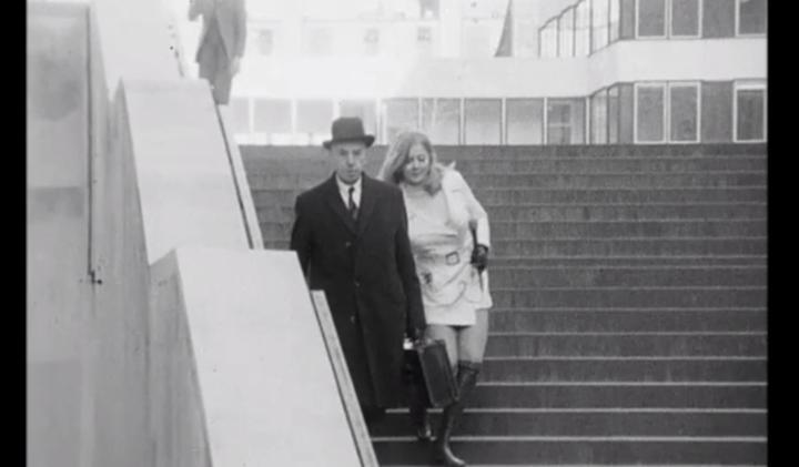 Видео 1971 года: эксперимент лондонской журналистки, щипающей прохожих мужчин за ягодицы