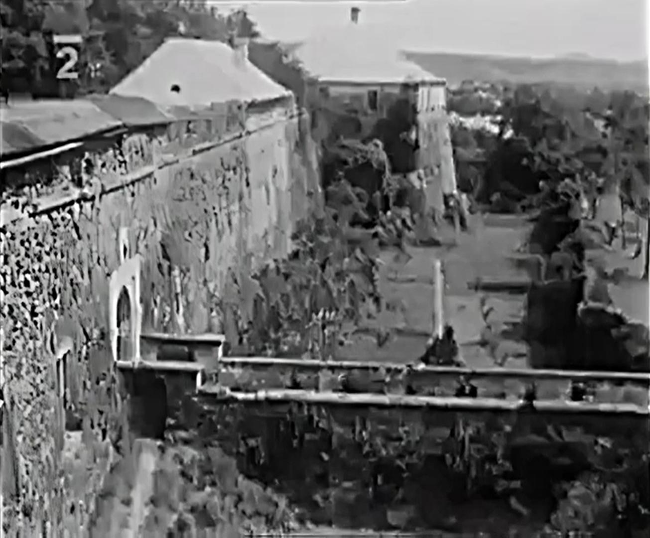 Вход в Ужгородский замок. Кадр видео 1930 года.