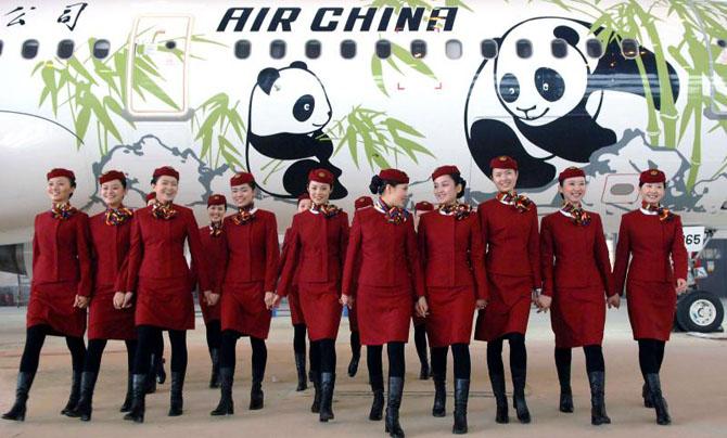 Китай рекомендует стюардессам носить подгузники, чтобы снизить риск заражения коронавирусом
