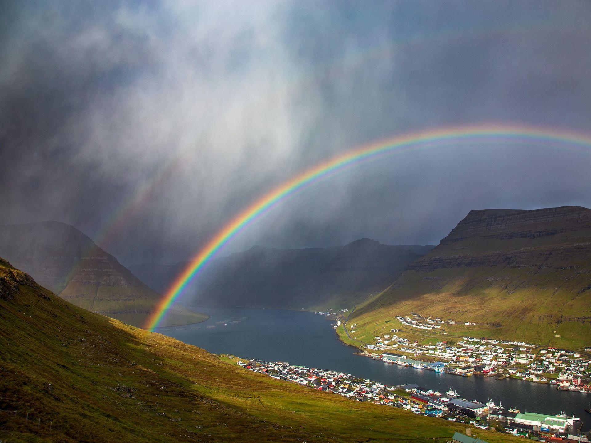 Фото — «Двойная радуга над Клаксвиком». Фарерские острова, Дания. Автор — Marko Korosec.