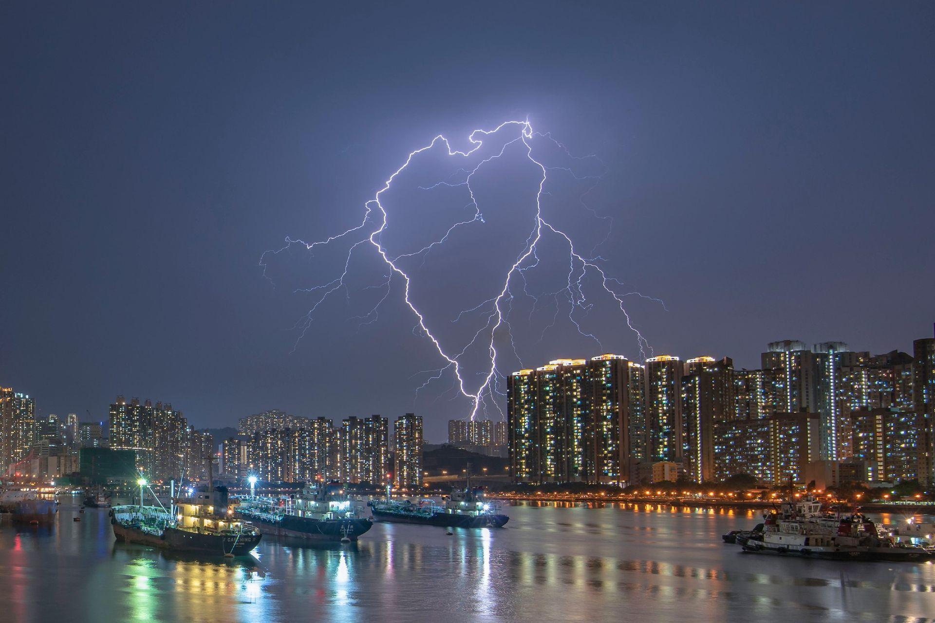 Фото — «Сердцебиение». Рамблер-канал, Гонконг. Фото — Chan Kam Wing.