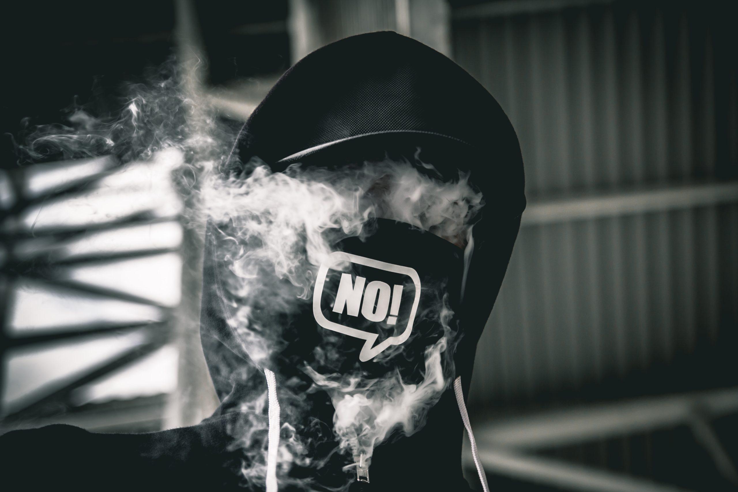 В Украине запретили продавать детям электронные сигареты и IQOS
