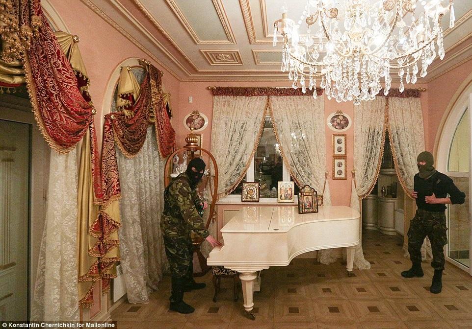 Эталон чиновничьего стиля – дом Пшонки. Фото – Daily Mail.