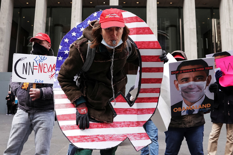 Сторонник QAnon. Фото – Reuters.