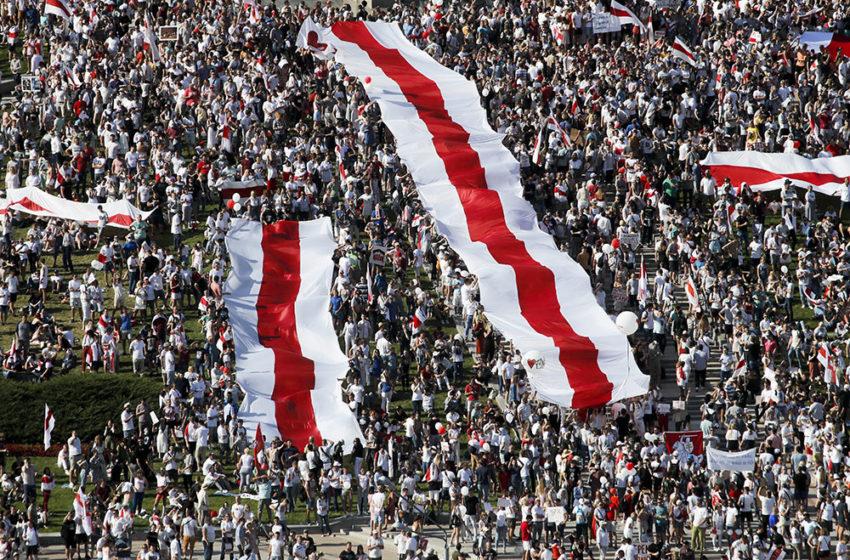 Генпрокуратура Беларуси хочет запретить бело-красно-белый флаг