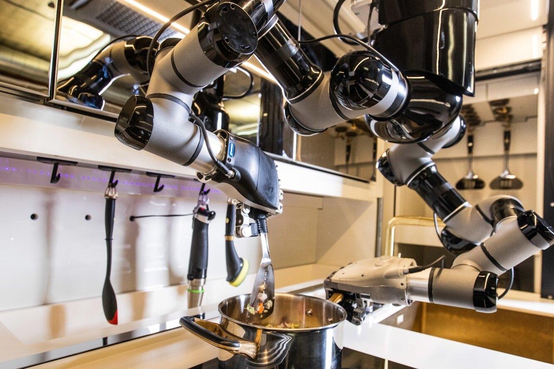 Готовит как в ресторане. Создана первая полностью роботизированная кухня