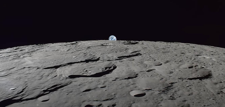 Видео дня. Полет над поверхностью Луны на высоте всего 100 километров