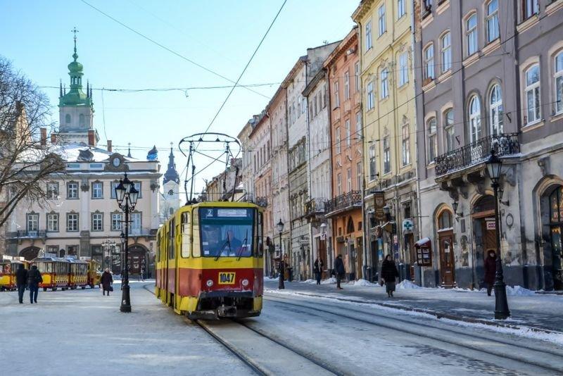 Во Львове скользкие тротуары будут посыпать кофейным жмыхом. Говорят, переняли британский опыт