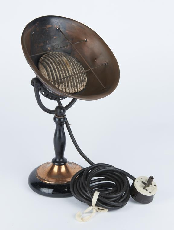 Электрообогреватель в виде лампы 1919 года.