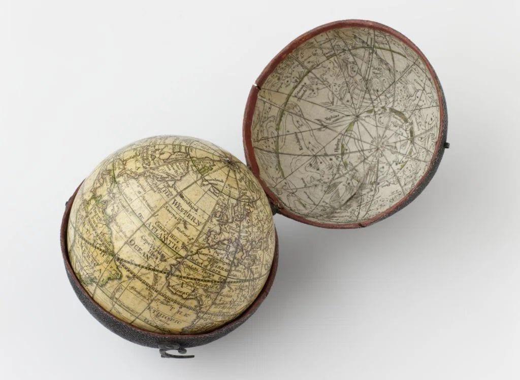 Карманный глобус Дадли Адамса.