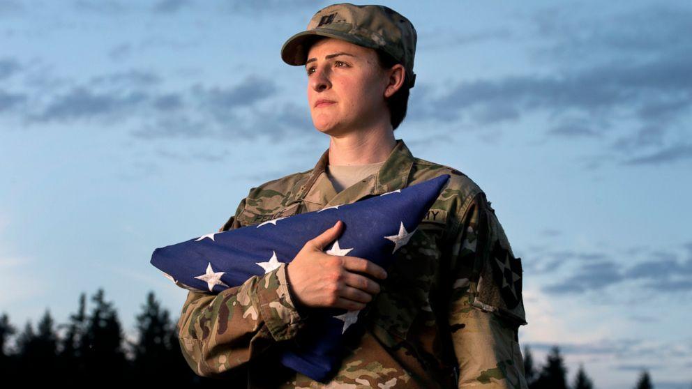 Джо Байден разрешил трансгендерам служить в армии