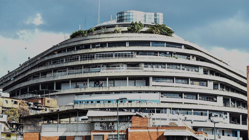 История «Геликоида»: как роскошный торговый центр в Венесуэле стал тюрьмой