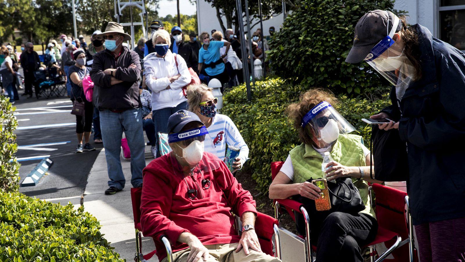Очередь на вакцинацию во Флориде. Фото – Tampa Bay Times.
