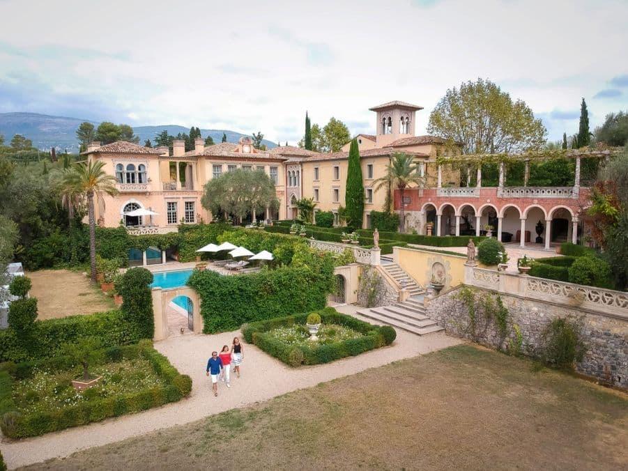 Французский суд постановил снести замок на $64 миллиона. Его построили без разрешения
