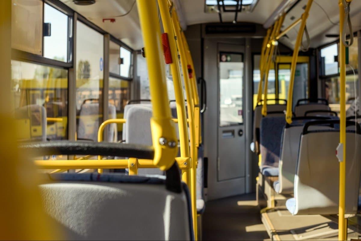 Кабмин запретил пассажирские перевозки в «красных» карантинных зонах