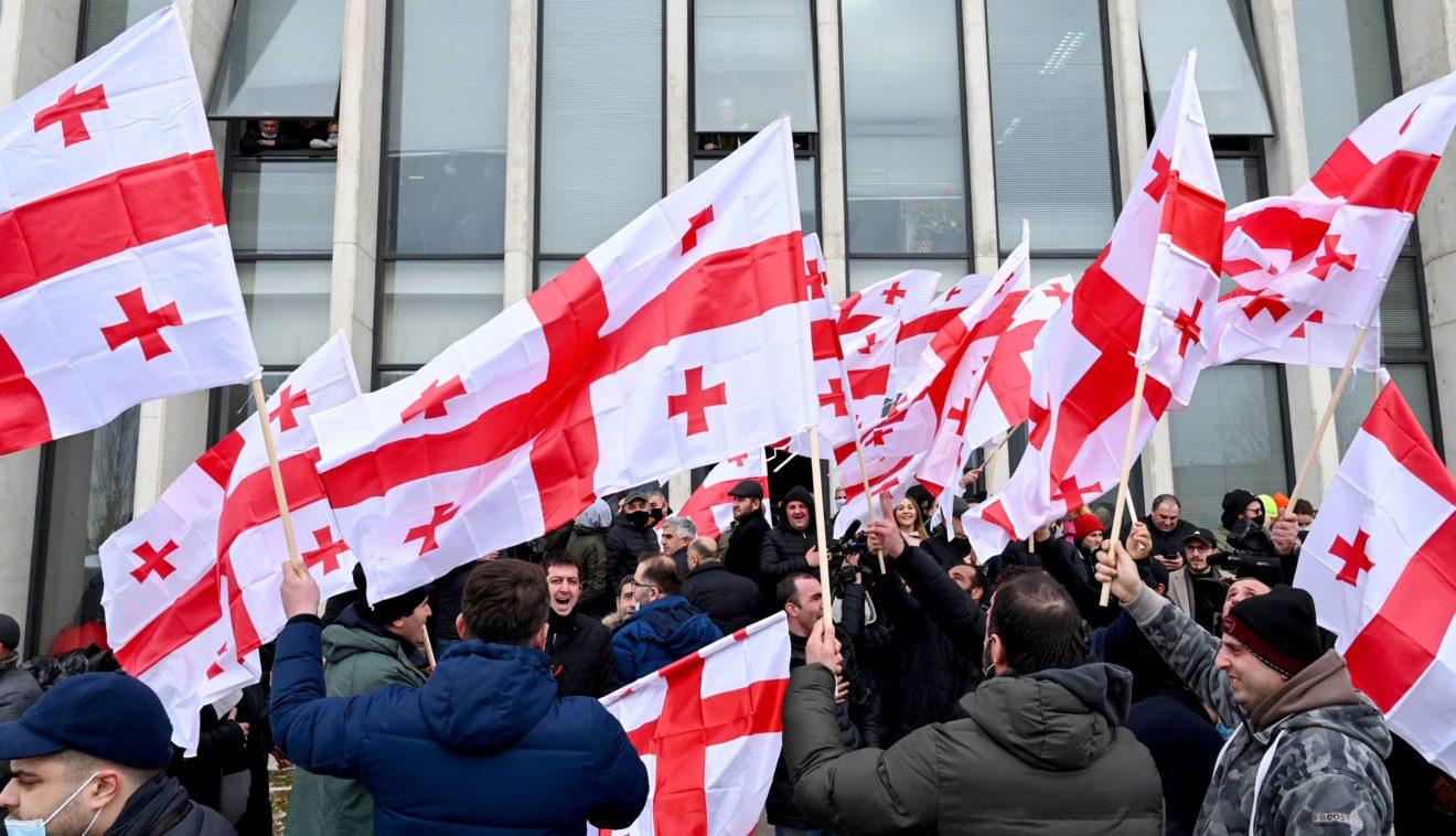 В Грузии прошел «Марш свободы». Объясняем, почему тысячи грузин вышли митинговать