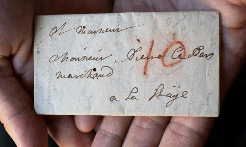 Ученые нашли способ прочитать запечатанное письмо XVII века, не открывая его