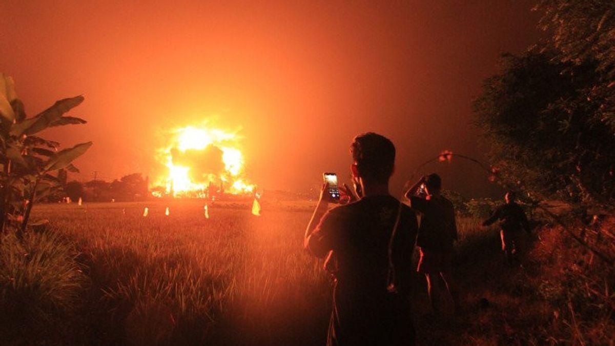 Видео дня. Взрыв на нефтеперерабатывающем заводе в Индонезии
