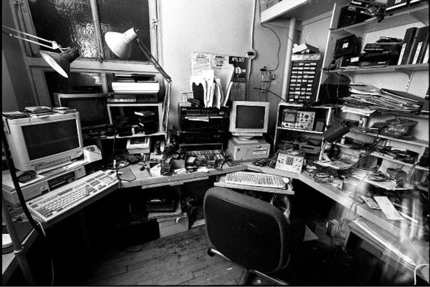 Комната, в которой Бридж получал звонки. Фото — The Mirror.