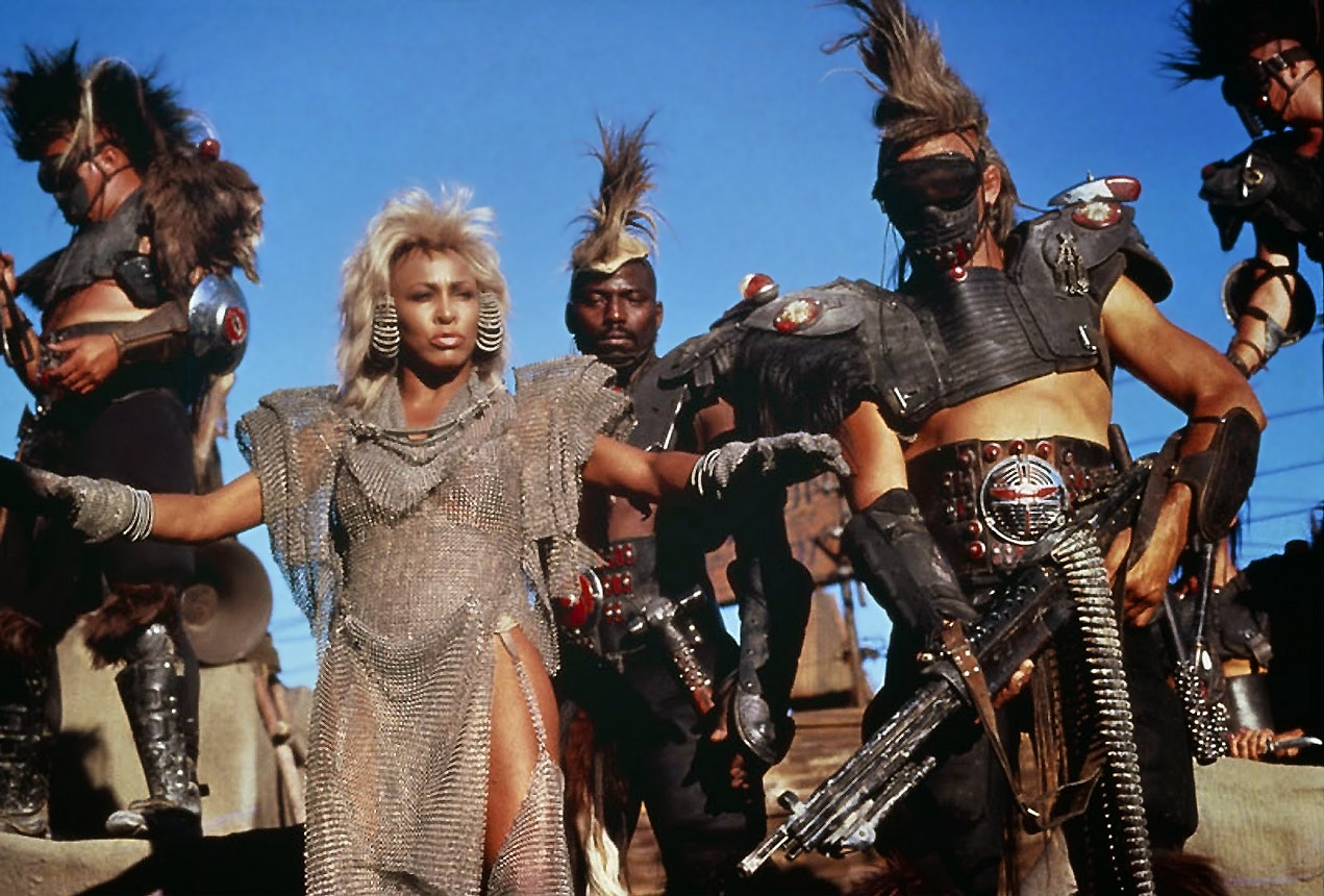 Фото — кадр из фильма «Безумный Макс 3: Под куполом грома».