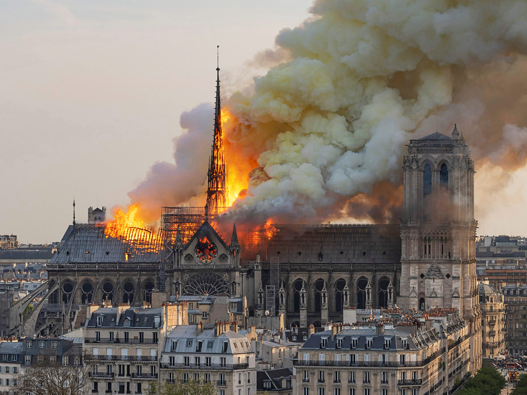 Пожар в Нотр-Даме. Апрель 2019 года. Фото – Bloomberg.