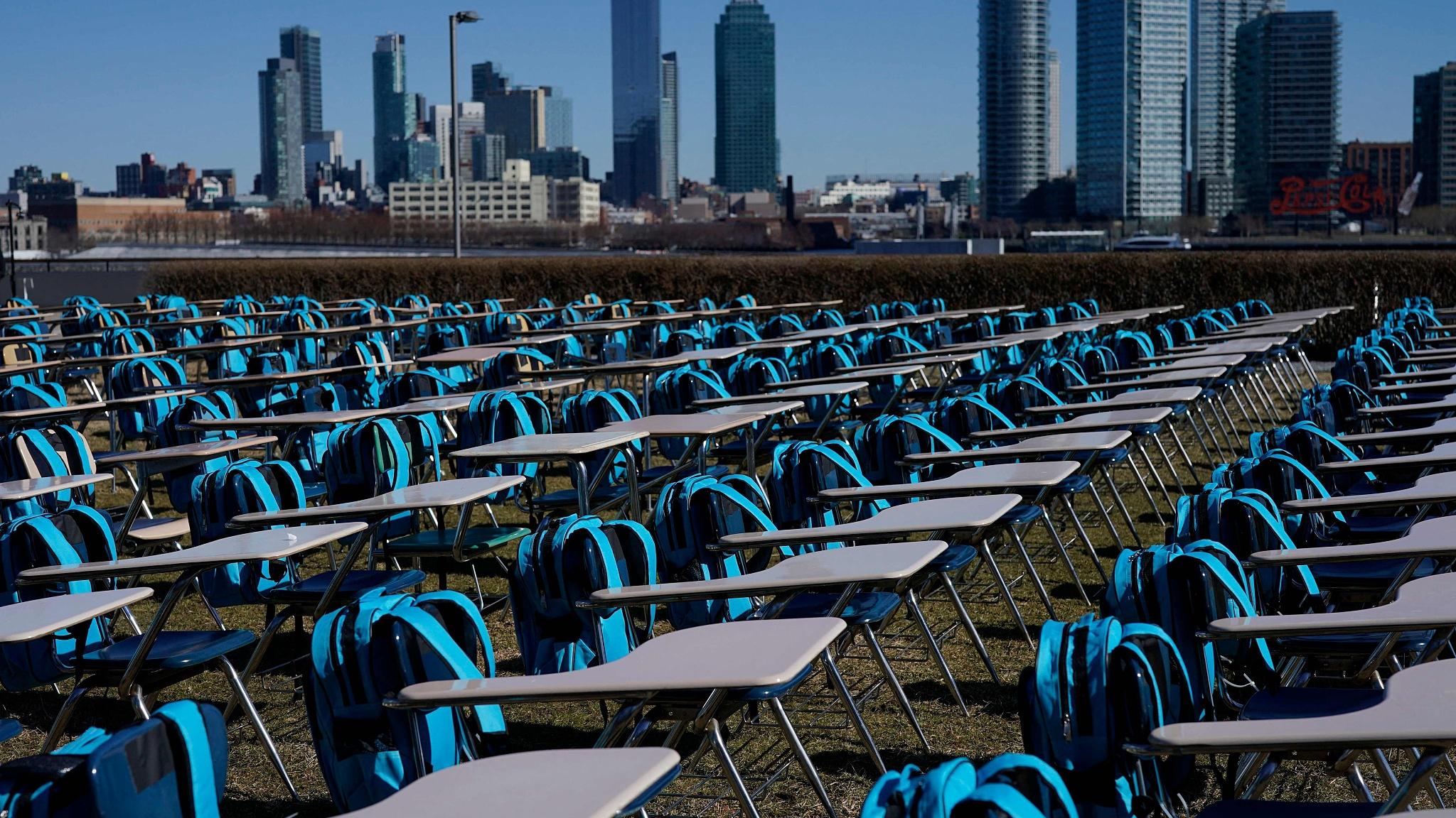Снимок дня. ООН установила инсталляцию из 168 пустых парт