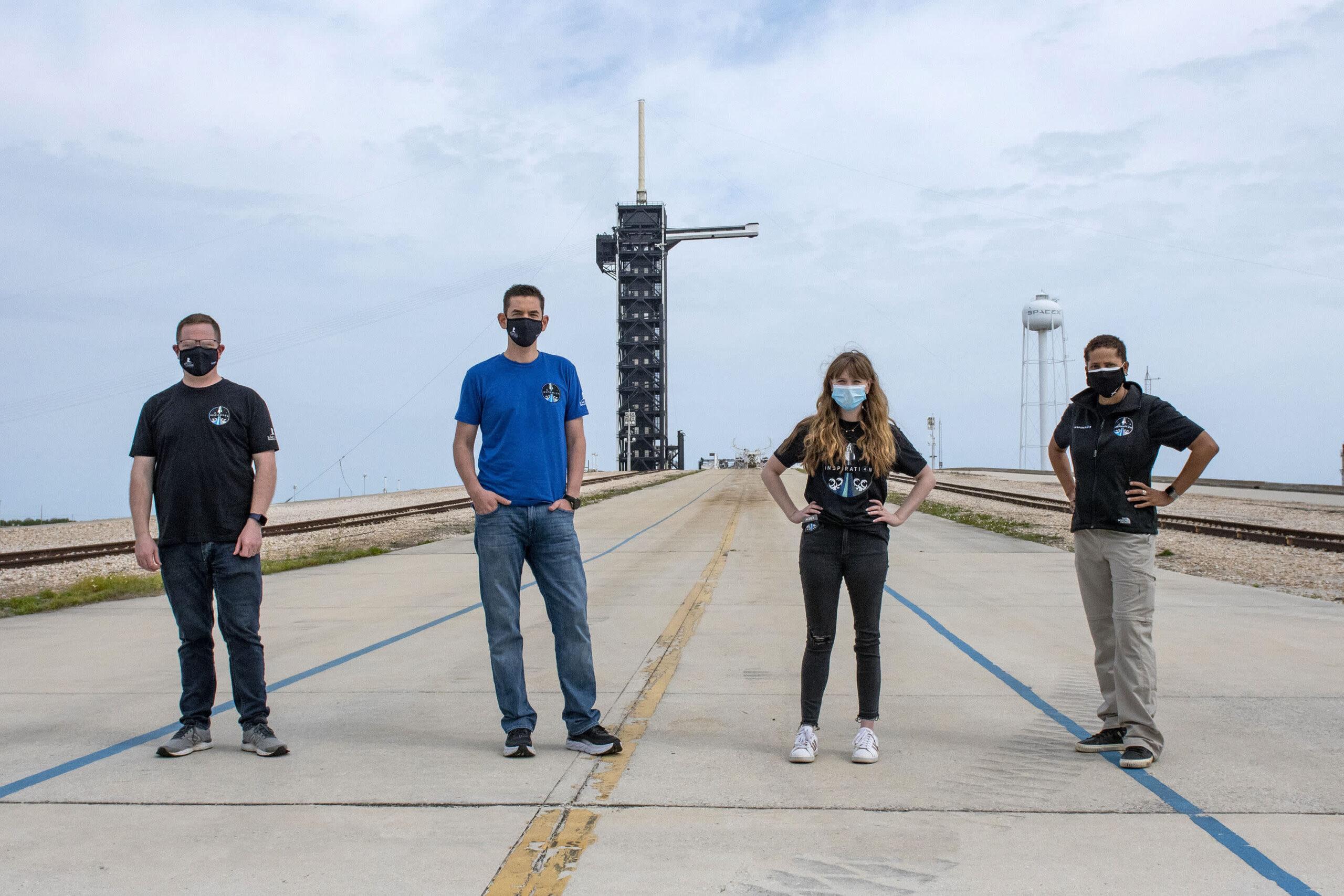 SpaceX собрала полную команду для первого гражданского орбитального полета. Кто они
