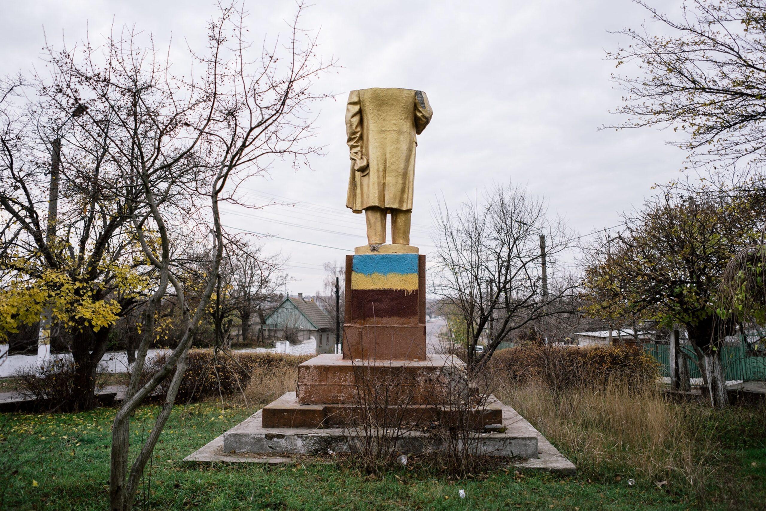 Украинский художник предложил свезти все памятники Ленину в Чернобыльскую зону