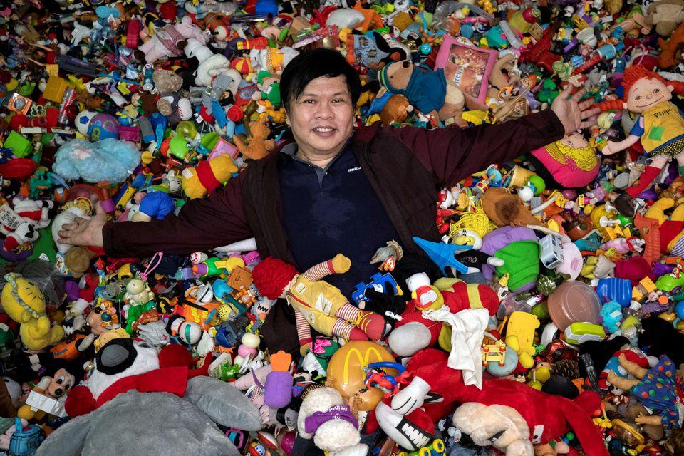 Филиппинец собрал крупнейшую в мире коллекцию игрушек из ресторанов быстрого питания