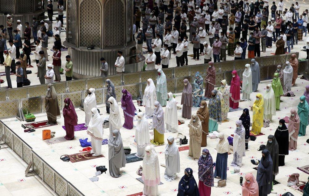 Рамадан в Индонезии, самой густонаселенной мусульманской стране в мире. Фото — Associated Press.