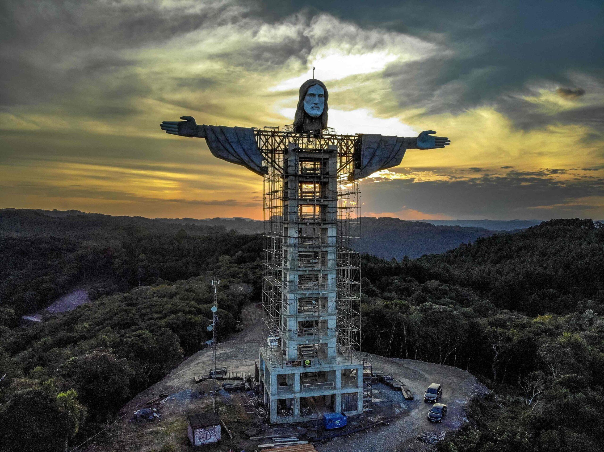 Снимок дня. Новая гигантская статуя Христа в Бразилии