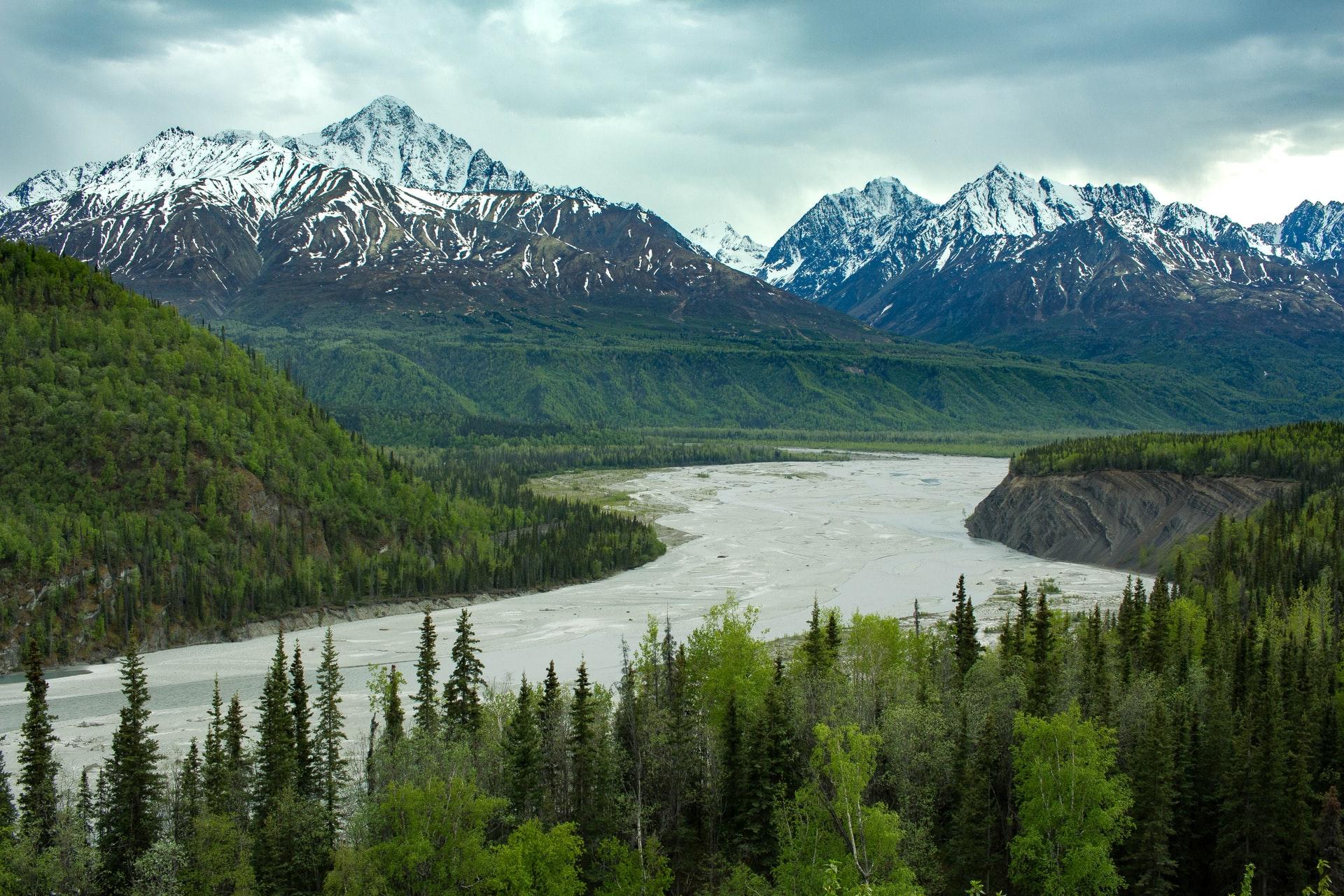 Аляска предложит всем туристам сделать прививку прямо в аэропорту